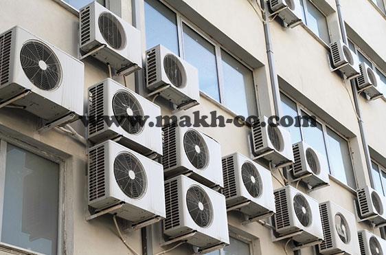 تعداد زیادی اسپلیت در نمای بیرونی ساختمان